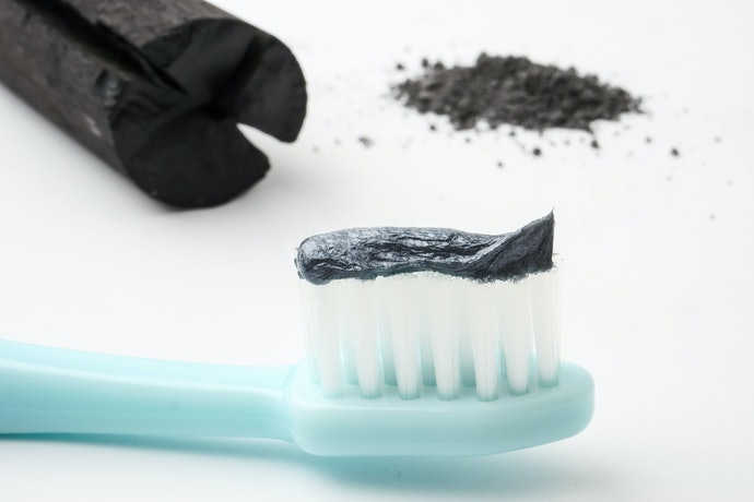 Top 10 Best Whitening Toothpastes In 2019 (Colgate, Sensodyne And More)